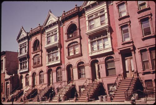 Brooklyn Brownstones, 1970s. Image credit: Wikimedia Commons