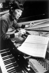 Margaret Leng Tan preparing the piano. Photo credit: Michael Dames
