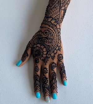 Join the Henna Party:  Get Your Hand Professionally Decorated For Free!