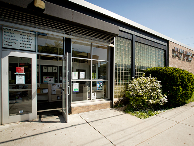 Photo of West Oak Lane Library