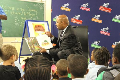 Mayor Nutter got in on the fun during a storytime at the Wadsworth Branch.