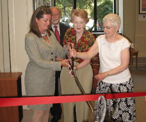Siobhan A. Reardon cuts the ribbon with Library customers