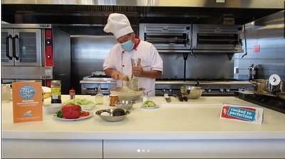Preparando el plato peruano