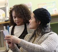 Families read ideas about how to compare, using their five senses.