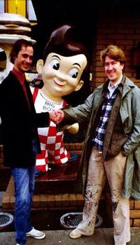 John Waters shaking hands with Philly expat David Lynch outside of Bob's Big Boy restaurant in Los Angeles, 1979. Best. Picture. EVER!